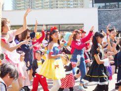 草津駅前のniwa+で開かれたダンスショー