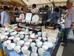 茶碗やお皿、花器などの日用品が定価の2~3割引き