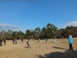 教室のあとは凧上げ大会