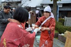県外からも大勢のお客様が来られていた。やはり着物姿がこの町には似合う