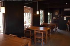 カフェでは明山窯や信楽焼作家の食器を使用していて使い心地を実感できる