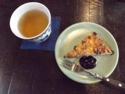 ワンプレートランチご予約の方(前日までの予約)には、ハスカップ入りパンケーキ&シケレベ茶のサービスあり♪