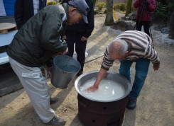 米に対し少し多めの水加減で炊き始められる