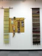 ストールやタペストリーなどいろいろな作品が展示されている