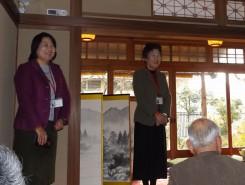 オレガノ代表の大野さんと城念さん、「3年間伊庭邸と関わり、この家も息を吹き返してきました」とあいさつ。屋内見学の他、年数回イベントも企画