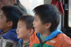 子供たちも興味津々!目をキラキラと輝かせる
