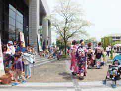 宿場草津☆着物ショーも開かれ、振袖姿の参加者が町にあふれた