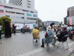 草津駅東口デッキのステージ