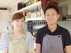 オーナーシェフの夏原昌志さん(右)とスタッフの山本理恵さん