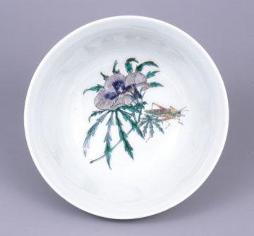 3 湖東焼 色絵花卉図鉢見込(滋賀県立琵琶湖文化館所蔵)