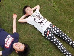 芝生に寝そべって昼寝も気持ちいい~