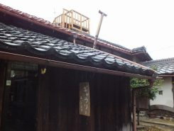 屋根にはご主人お手製の櫓が…