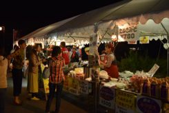 隼人川会場では飲食ブースもあり、賑わっていた