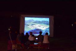 プロジェクター上映にて、紫香楽の歴史を振り返る