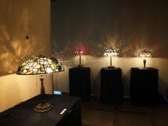 ランプの光が壁に映ってきれい