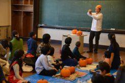 「ジャック・オー・ランタン」作り教室には20個のカボチャを用意