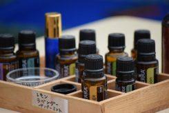 マッサージで使うオイルは、好みの香りを選べる
