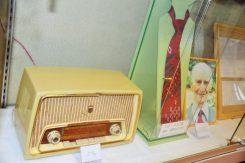 フランク家のラジオとオットーさんのネクタイとネクタイピン