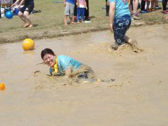 泥水にはまったって笑顔♪