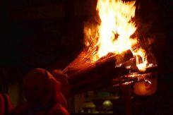 松明の力強い炎