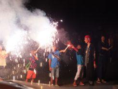 30人の子どもたちがミニ手筒花火を体験