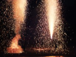 続いて「甲賀手筒花火保存会」による手筒花火の披露
