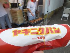 縁日メニュー第2弾 つるやのヤキニクパン鶏肉とシャキシャキ玉ネギが合う!350円