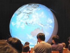 4m程ある巨大地球儀(ガジェックアース)