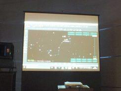 左右にある大きなパネルで見やすく、わかりやすい説明。難しい天文学もすっと頭に入っていく。