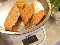 萩すし用の塩鮭(萩の花色を鮭で表現)
