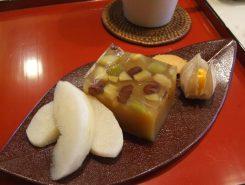 食後のデザートは、秋山さんお手製の芋羊羹