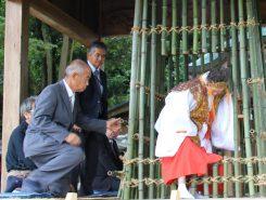 竹篭から出る所が赤ちゃん誕生の場面といわれている