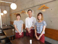 左から馮亜希子(ひょうあきこ)さんオーナーの馮士拓(ひょうただひろ)さんアルバイトの村上理和子(むらかみりなこ)さん