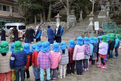 北ノ庄神社に向かって奉納の舞