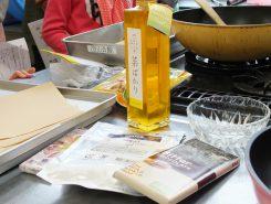 東近江市のなたね油「菜ばかり」やフェアトレードのチョコレート(発展途上国の作物を適正な価格で取引して作られたチョコレート)などを使う