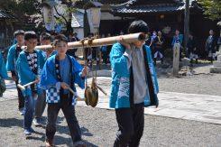 祭りの始まりや終わりなど町内に鉦を鳴らしながら回り、節目を告げる