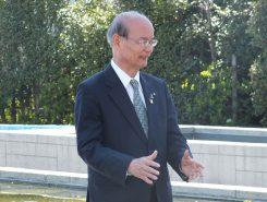 「公園がハスでいっぱいになって、夏には多くの方の目を楽しませてくれますように」と橋川市長