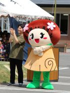 JAマキノ町のマスコットキャラクター「まきのこちゃん」も応援