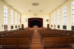 講堂。同じヴォーリズ設計の神戸女学院の講堂を参考にしている