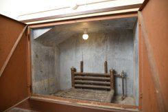 当時のままの弁当保温所。ボイラーを熱源に、子ども達の弁当を温めていた