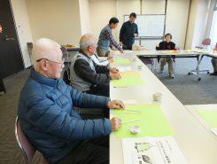 今回は地域の高齢者サロンや介護施設のスタッフなど12人が参加