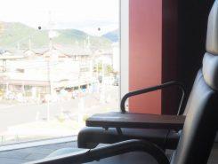 展望デッキに座って安土山を眺めませんか