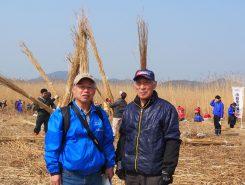 「ヨシでびわ湖を守るネットワーク」事務局長の太田さんと豊葦原会の安居さん