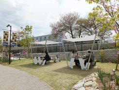 園内には新しくシェード付きの休憩場所が設置されている