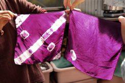 麻や木綿などの植物性の繊維より、動物性のシルクの方が染まりやすい