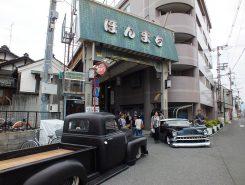 本町商店街前にカスタムカーがずらり!
