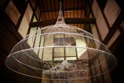 鉄筋とロープで作られた「奇想天蓋」