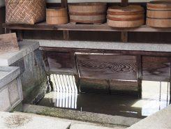 水路の水を屋敷内に引き込み、洗い場として利用した川戸(かわと)