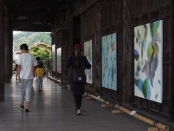 弘誓寺(ぐぜいじ)本堂の抽象画展