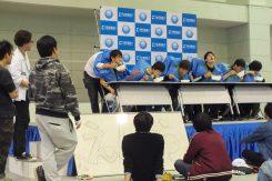 ステージでは、二人羽織の早食い競争で盛り上がっていた